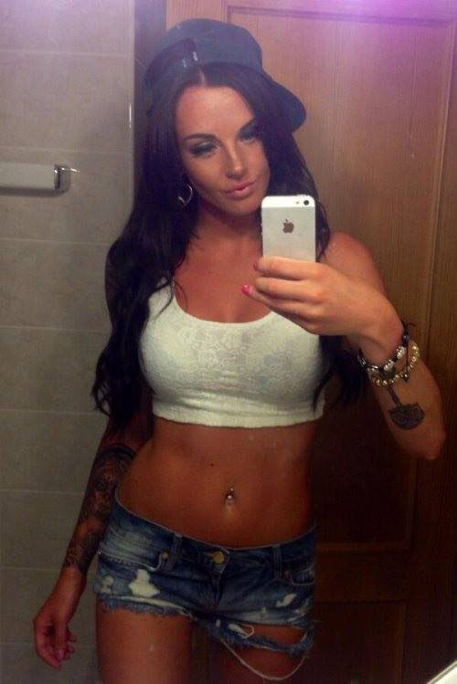 Nacktes mädchen dating site selfies